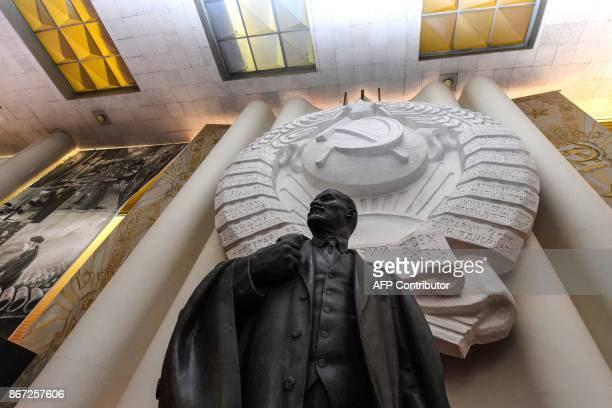 A picture taken on September 20 2017 shows a monument to the Soviet Union founder Vladimir Lenin at the Lenin Memorial museum in Ulyanovsk Crowds are...