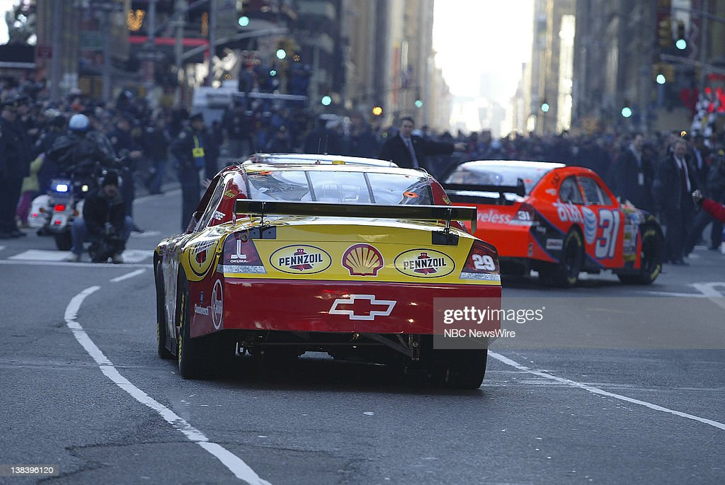 Nascar Nextel Cup Series Drivers In A Victory Lap Through The