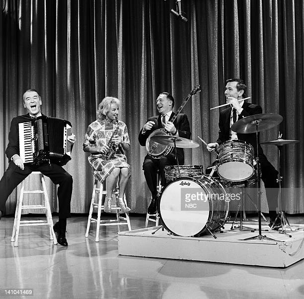 Actor James Stewart actress/comedian Phyllis Diller Los Angeles Mayor Sam Yorty host Johnny Carson on February 20 1964 Photo by Frank...