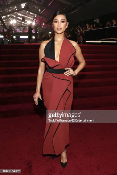 Actor Shay Mitchell arrives to the 2018 E People's Choice Awards held at the Barker Hangar on November 11 2018 NUP_185069