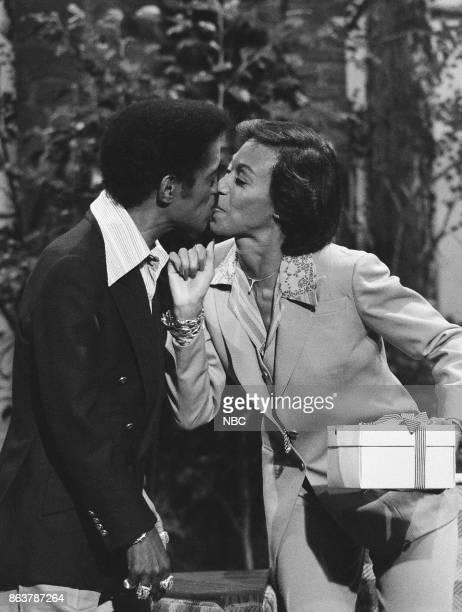 Actor/Singer Sammy Davis Jr and entertainer Altovise Davis kiss on June 10 1977