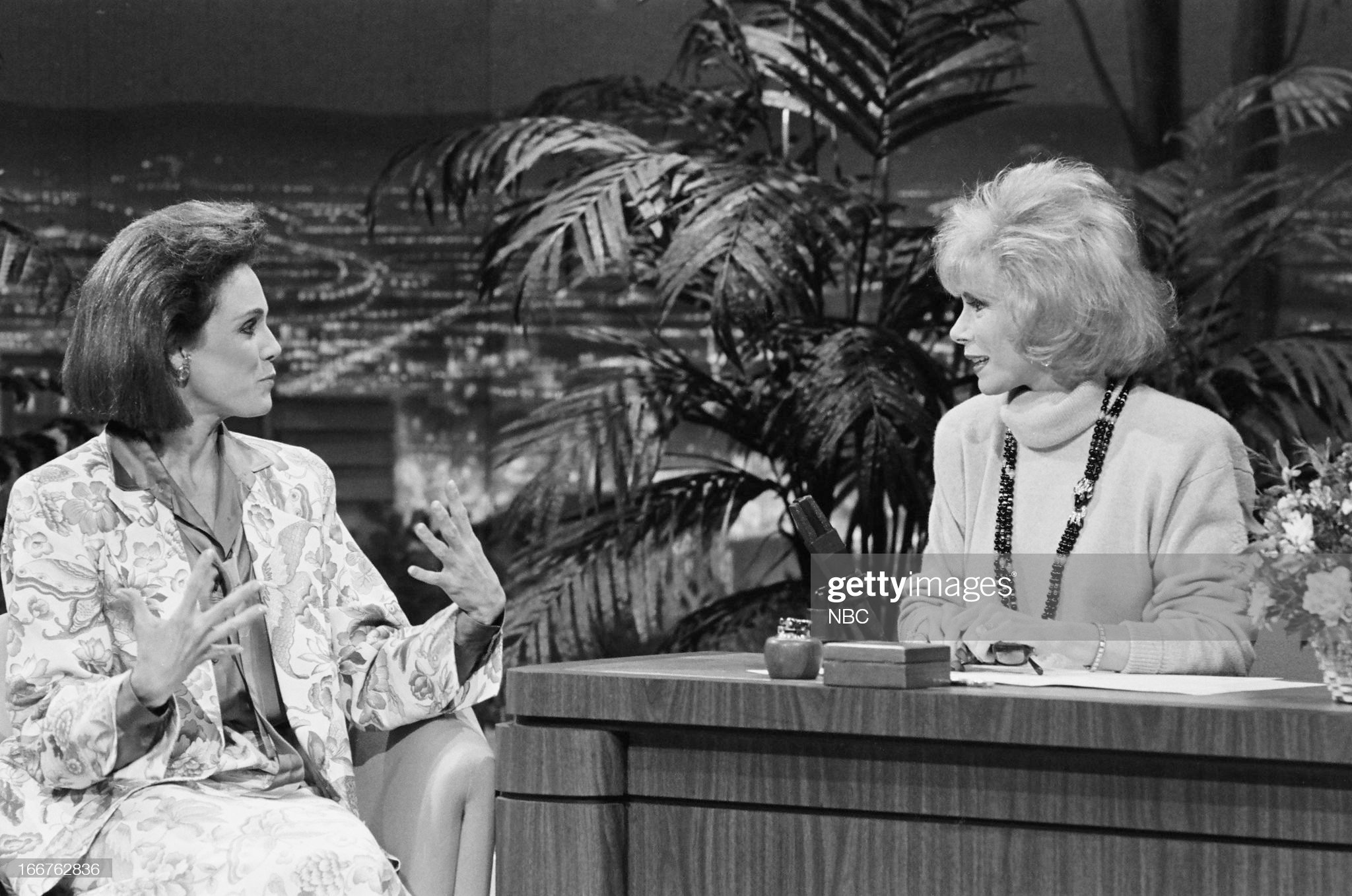 pictured-actress-valerie-harper-guest-host-joan-rivers-on-march-6-picture-id166762836
