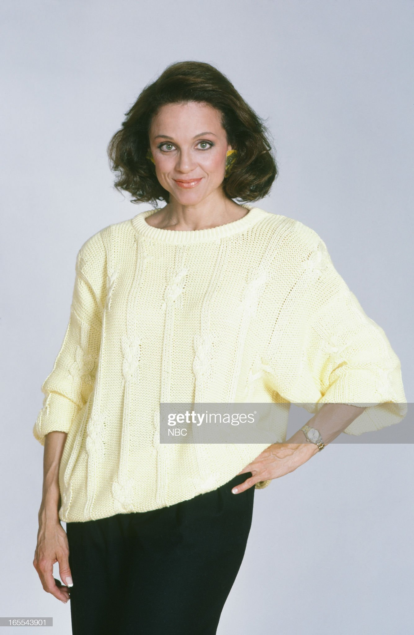 pictured-actress-valerie-harper-in-1986-picture-id165543901