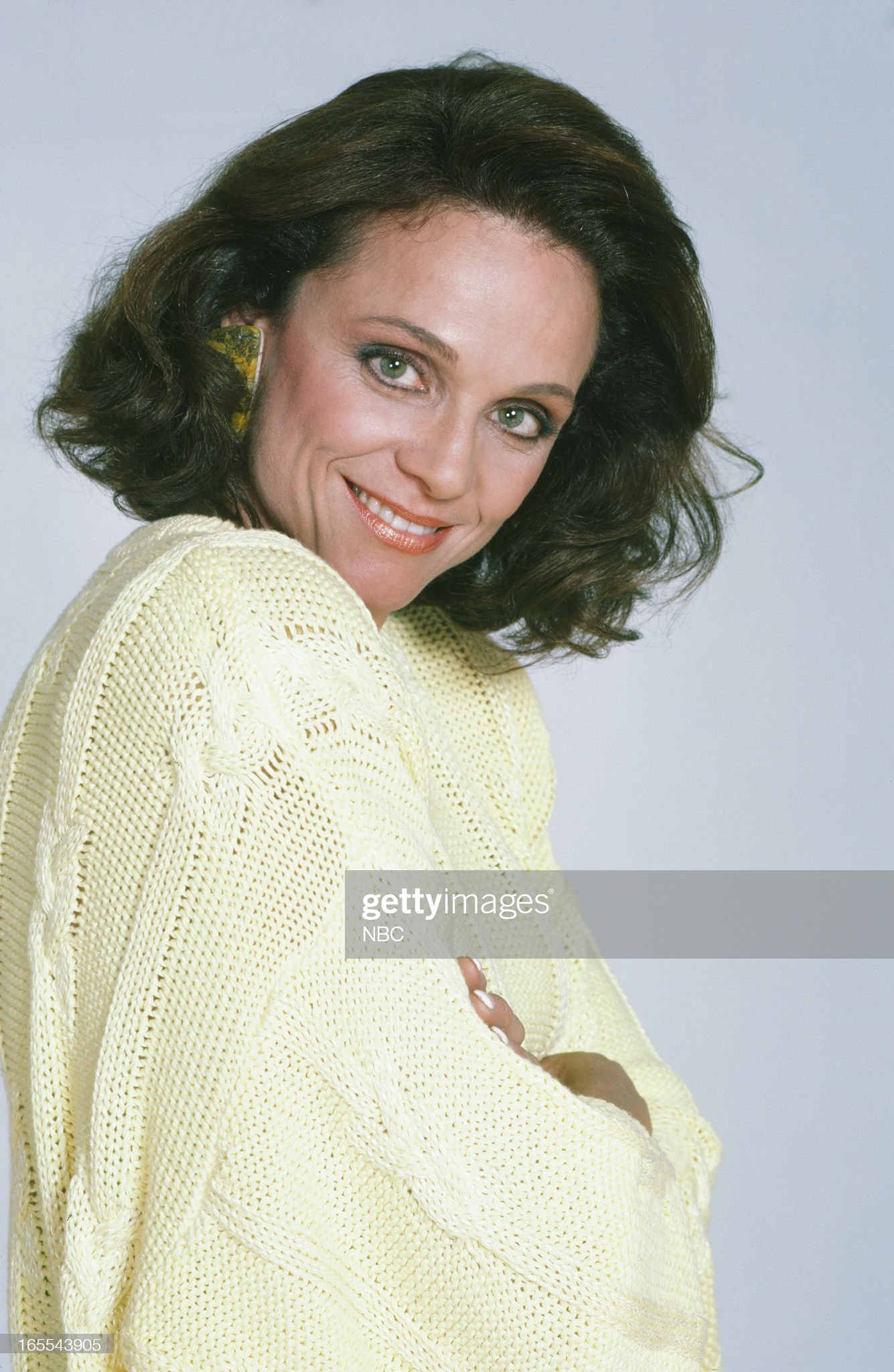 pictured-actress-valerie-harper-in-1986-picture-id165543905