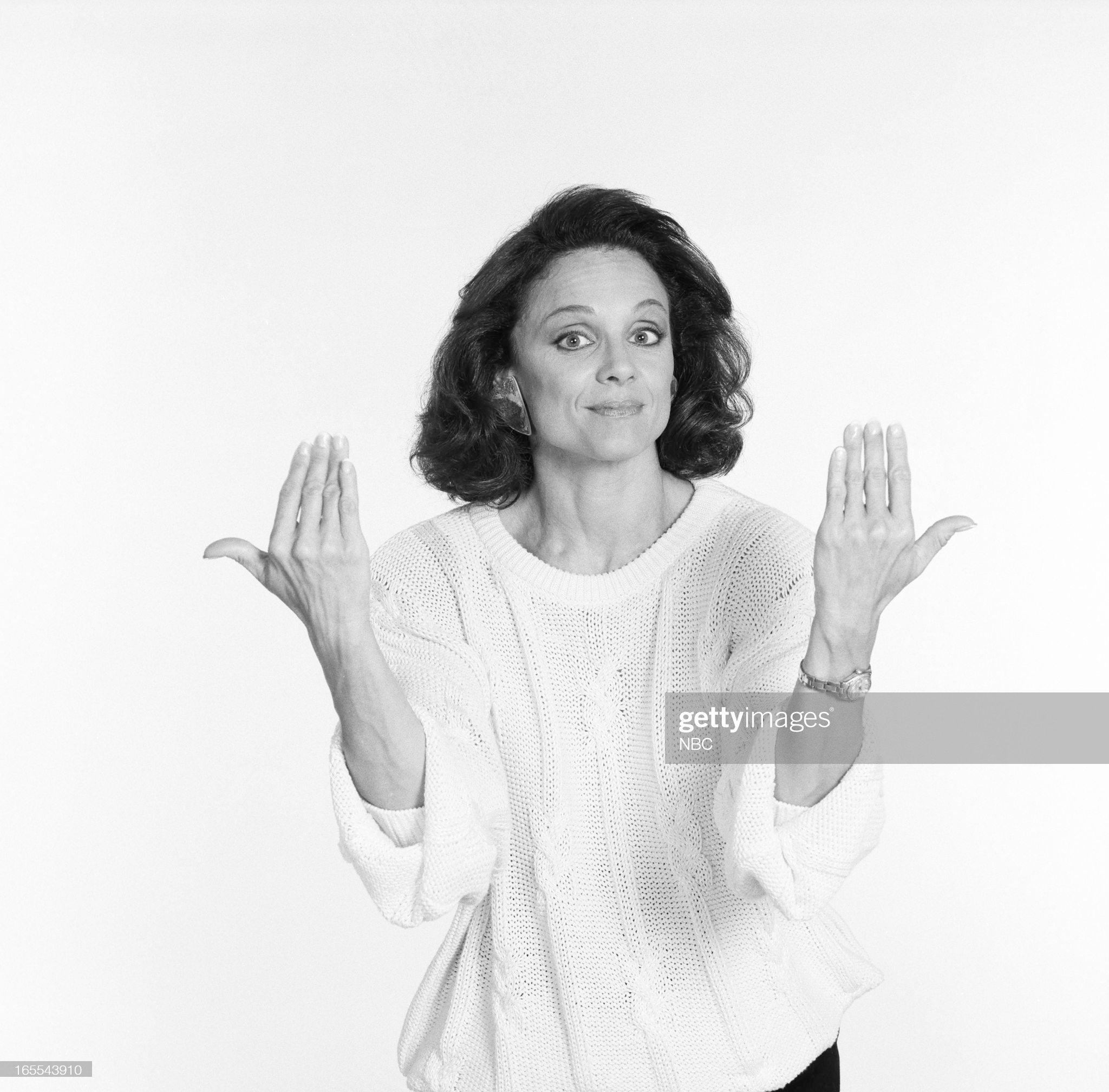 pictured-actress-valerie-harper-in-1986-picture-id165543910