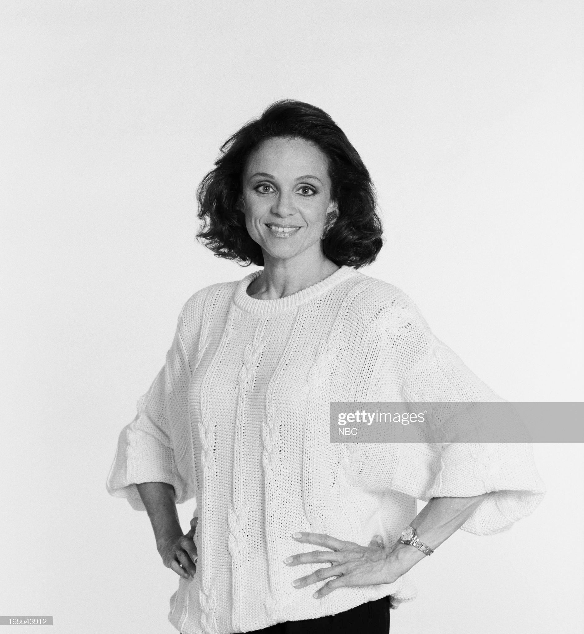 pictured-actress-valerie-harper-in-1986-picture-id165543912