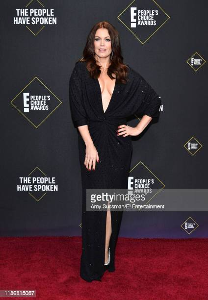 Bellamy Young arrives to the 2019 E People's Choice Awards held at the Barker Hangar on November 10 2019 NUP_188989