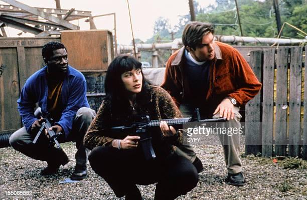 Cleavant Derricks as Rembrandt 'Crying Man' Brown Kari Wuhrer as Capt Maggie Beckett Jerry O'Connell as Quinn Mallory