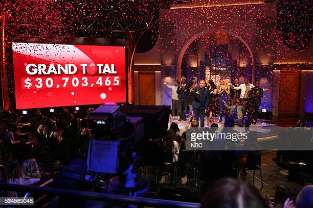 Craig Ferguson announces the total at the live starstudded event