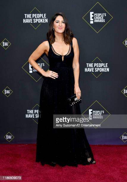 D'Arcy Carden arrives to the 2019 E People's Choice Awards held at the Barker Hangar on November 10 2019 NUP_188989
