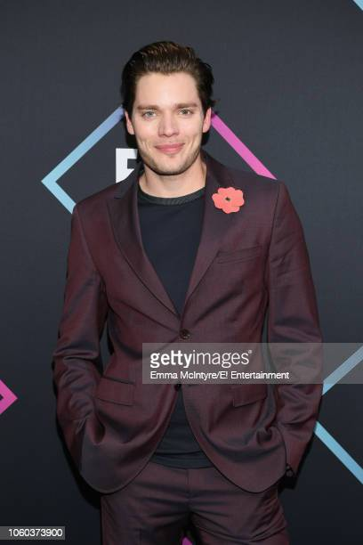 Dominic Sherwood arrives to the 2018 E People's Choice Awards held at the Barker Hangar on November 11 2018 NUP_185068