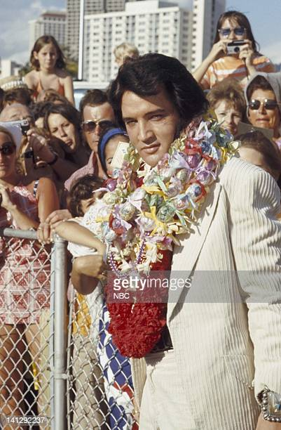 Elvis Presley arrives in Hawaii for his televised concert Photo by Gary Null/NBCU Photo Bank