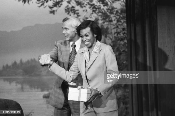 Entertainer Altovise Davis walking in with host Johnny Carson on June 10 1977