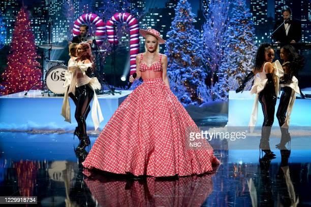 Pictured: Gwen Stefani rehearses for the 2020 Christmas in Rockefeller Center --