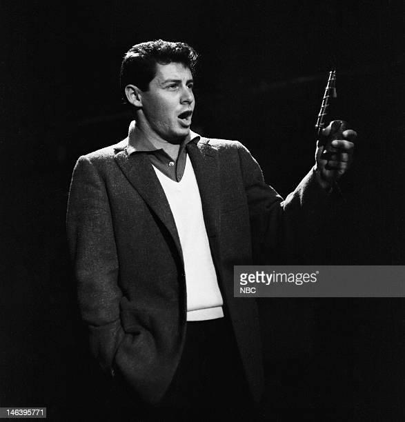 Host Eddie Fisher in 1954