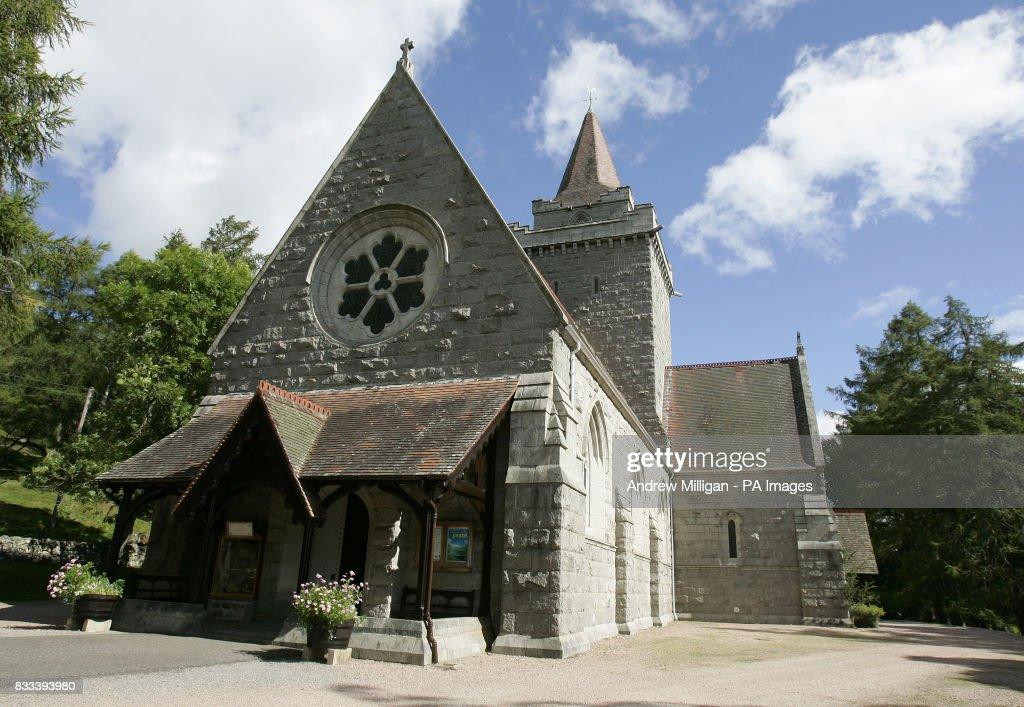 Queen attends church : News Photo