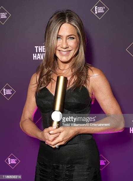 Pictured: Jennifer Aniston poses backstage during the 2019 E! People's Choice Awards held at the Barker Hangar on November 10, 2019 -- NUP_188991