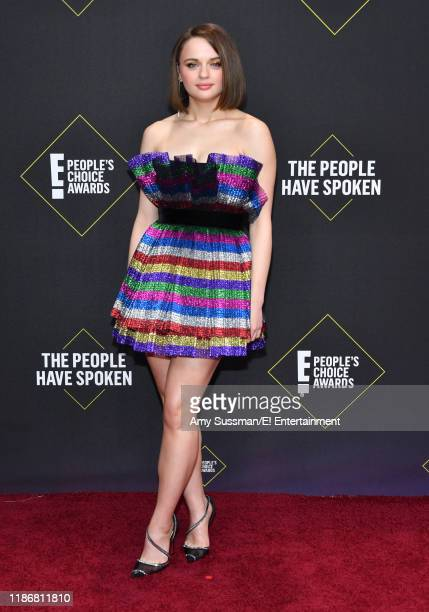 Joey King arrives to the 2019 E People's Choice Awards held at the Barker Hangar on November 10 2019 NUP_188989