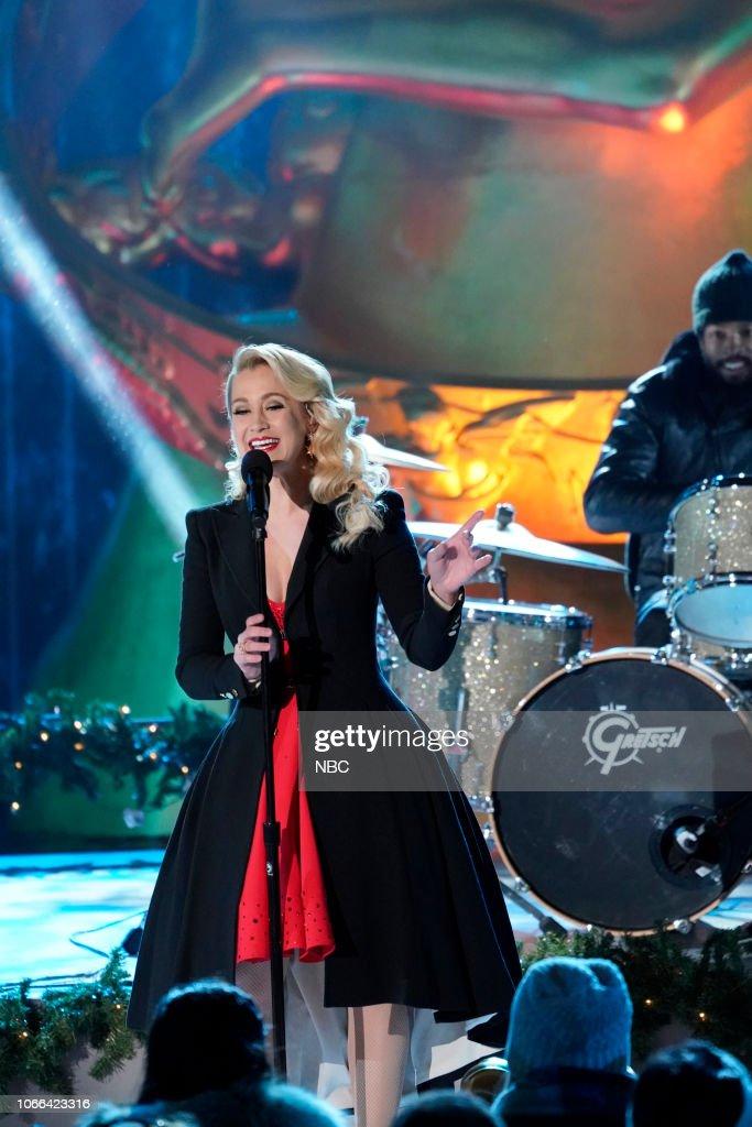 Kellie Pickler performs during the 2018 Christmas in Rockefeller ...