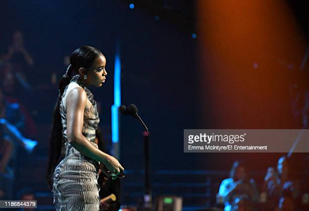 Kelly Rowland on stage during the 2019 E People's Choice Awards held at the Barker Hangar on November 10 2019 NUP_188995