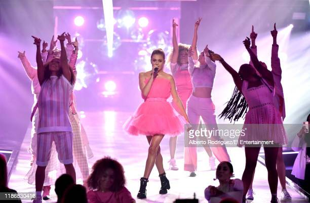Kelsea Ballerini performs on stage during the 2019 E People's Choice Awards held at the Barker Hangar on November 10 2019 NUP_188997