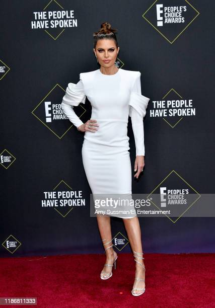 Lisa Rinna arrives to the 2019 E People's Choice Awards held at the Barker Hangar on November 10 2019 NUP_188989