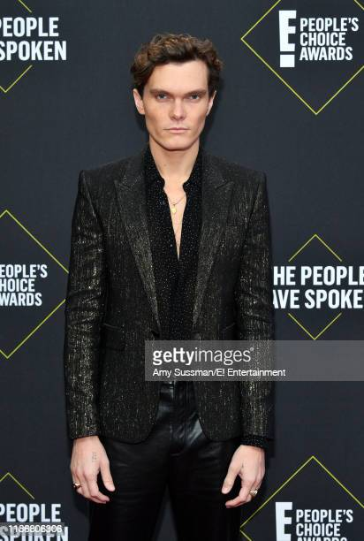 Pictured: Luke Baines arrives to the 2019 E! People's Choice Awards held at the Barker Hangar on November 10, 2019 -- NUP_188989