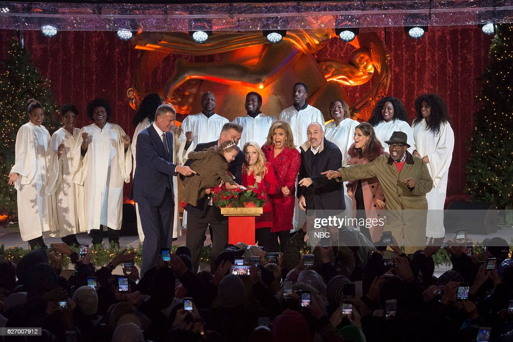 Mayor Bill de Blasio, Carmen Baldwin, Alec Baldwin, Kate McKinnon, Hoda Kotb, Matt Lauer, Savannah Guthrie and Al Roker during the 2016 Christmas in Rockefeller Center --