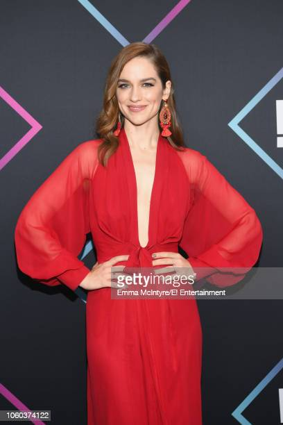Melanie Scrofano arrives to the 2018 E People's Choice Awards held at the Barker Hangar on November 11 2018 NUP_185068