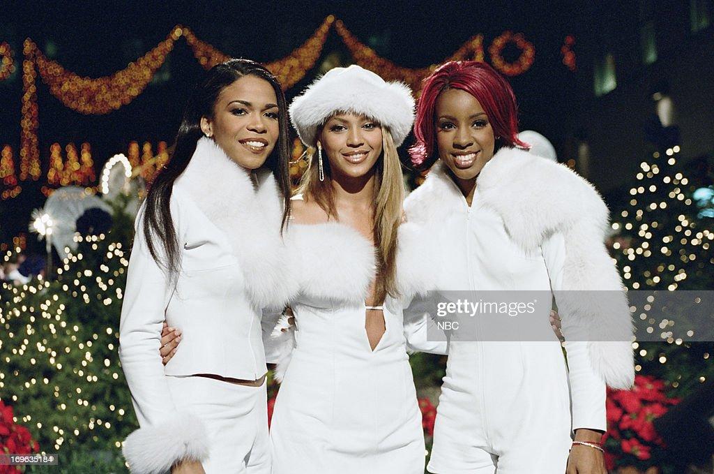 Christmas in Rockefeller Center - 2001 : News Photo