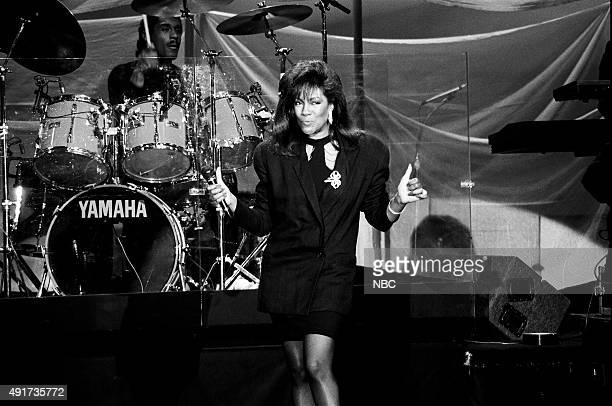 Musical guest Mary Wilson performs on April 2 1991