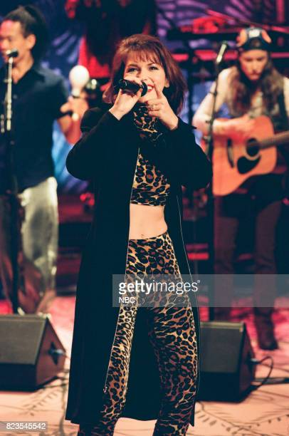 Musician Shania Twain performing on February 23 1999