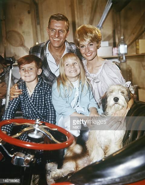 Randy Whipple as Randy Crabtree Jerry Van Dyke as Dave Crabtree Cindy Eilbacher as CIndy Crabtree Maggie Pierce as Barbara Crabtree Moon as the dog...