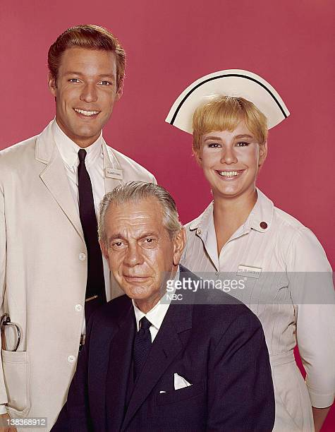 Richard Chamberlain as Dr James Kildare Lee Kurty as Nurse Zoe Lawton Raymond Massey as Dr Leonard Gillespie