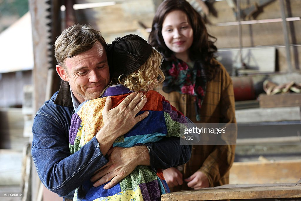 Nbc Christmas Of Many Colors.Ricky Schroder As Robert Lee Parton Alyvia Alyn Lind As