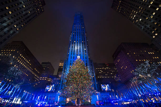Christmas trees from around the world it 39 s national for Weihnachtsbaum rockefeller center 2016