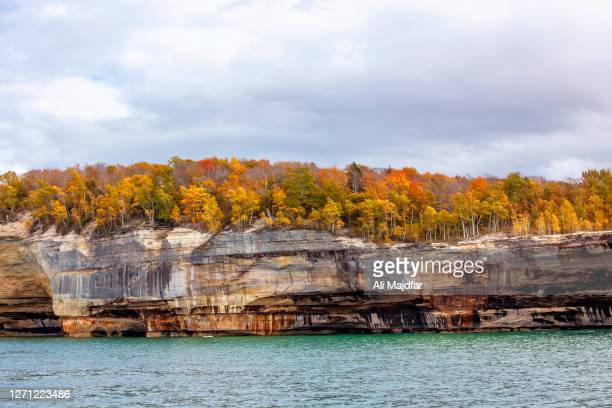 pictured rocks in autumn - michigan stock pictures, royalty-free photos & images