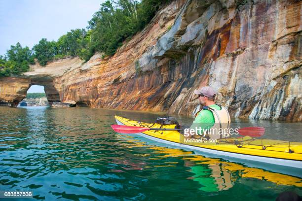 pictured rocks kayaker arch 2 - pictured rocks national lakeshore stock pictures, royalty-free photos & images