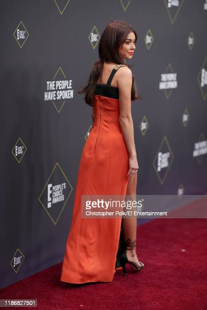 Sarah Hyland arrives to the 2019 E People's Choice Awards held at the Barker Hangar on November 10 2019 NUP_188992