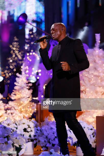 Seal rehearses for the 2017 Christmas in Rockefeller Center