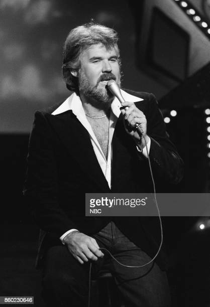 Singer/songwriter Kenny Rogers performs on April 5 1977