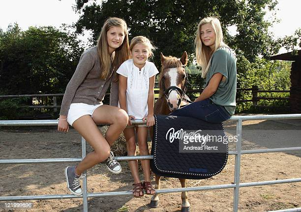 Pictures can be used only related to the TVSeries 'Die Pfotenbande' of PayTV channel Boomerang when mentioning Title and Channel Name] Lilli Emma and...