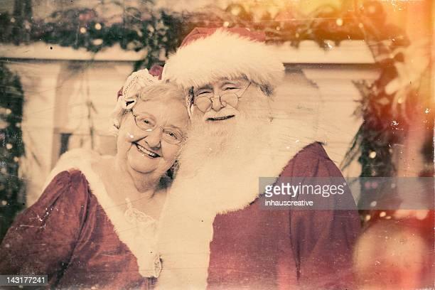 foto reale di santa e mamma natale - mamma natale foto e immagini stock