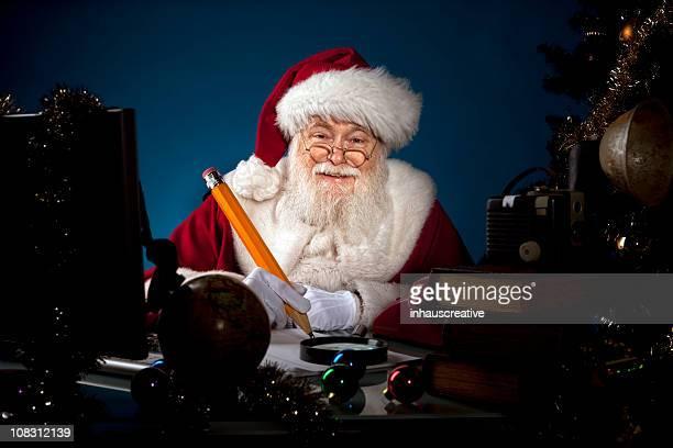 Imágenes reales de Santa Claus trabajar hasta tarde