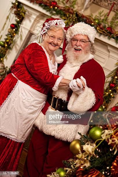 bilder von echten santa tänze und mrs. claus - weihnachtsfrau stock-fotos und bilder