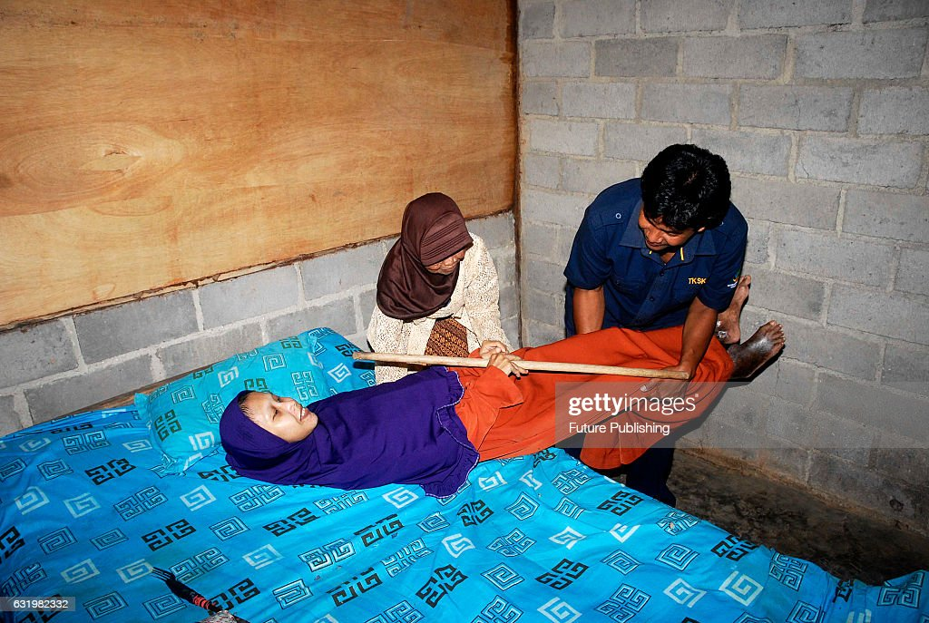 Sulami, An Indonesian Woman Suffering From Spine Bamboo : News Photo