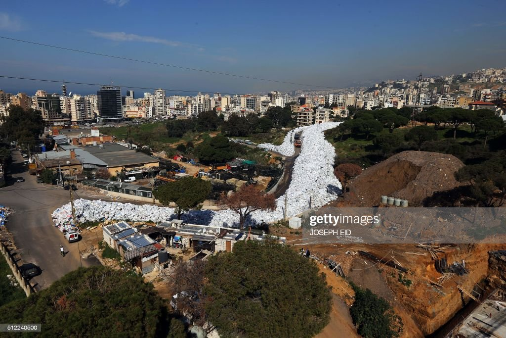 A pictures shows a built up pile of waste on a street in Beirut's northern suburb of Jdeideh on February 25, 2016. Lebanon canceled a plan to export its waste to Russia, sending Beirut's six-month garbage crisis back to square one as mountains of trash choke the city's air and streets. / AFP / JOSEPH EID