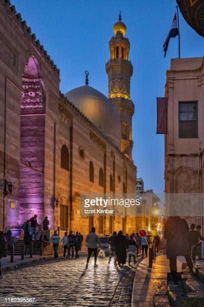 picturesque al moas street in cairo, egypt - kairo stock-fotos und bilder