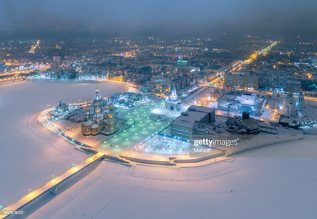 Picturesque City Skyline At Frosty Night : Stockfoto