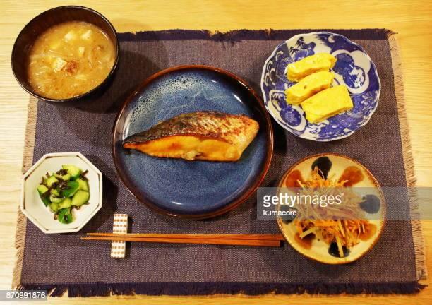 piece of a broiled fish - washoku fotografías e imágenes de stock